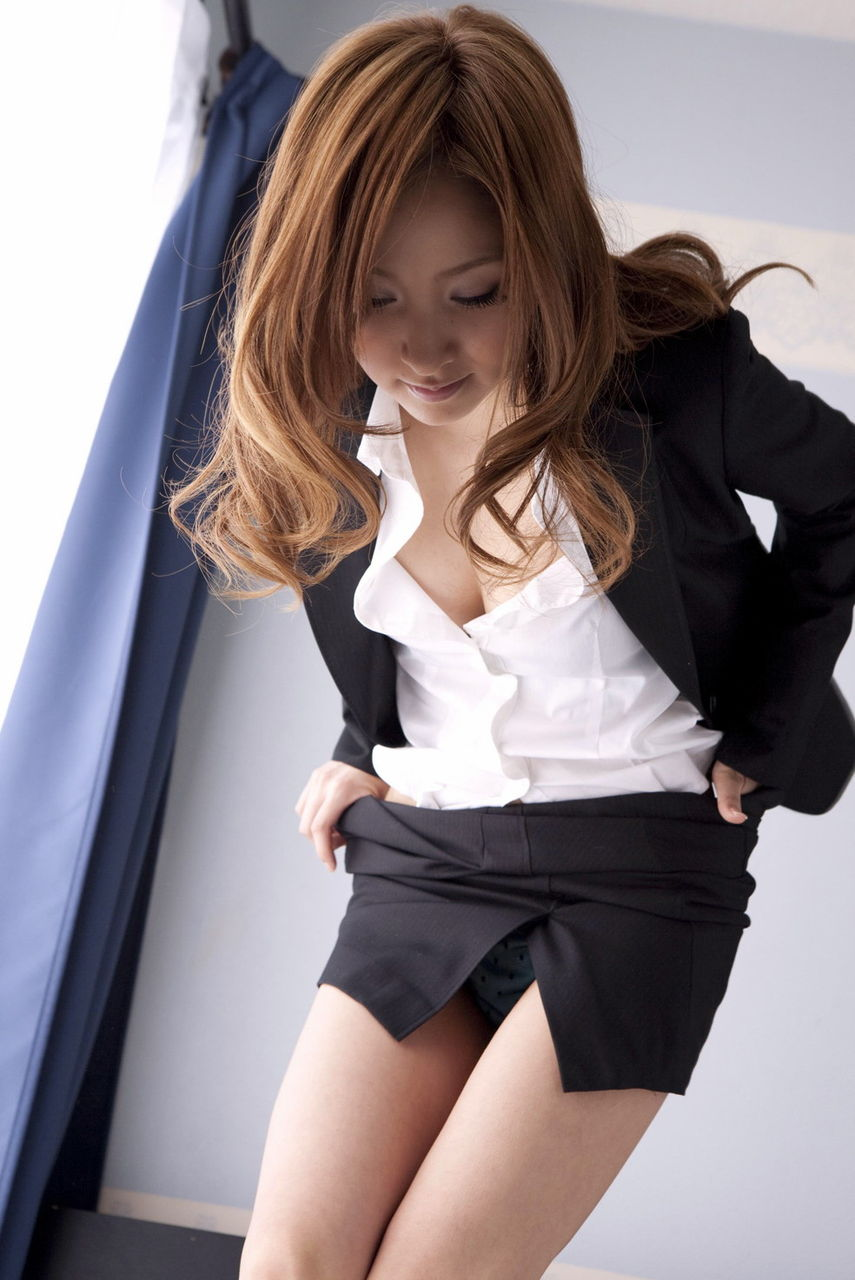 【OLエロ画像】スーツ姿の女性ってそれだけでエロく見えるよなwww 15