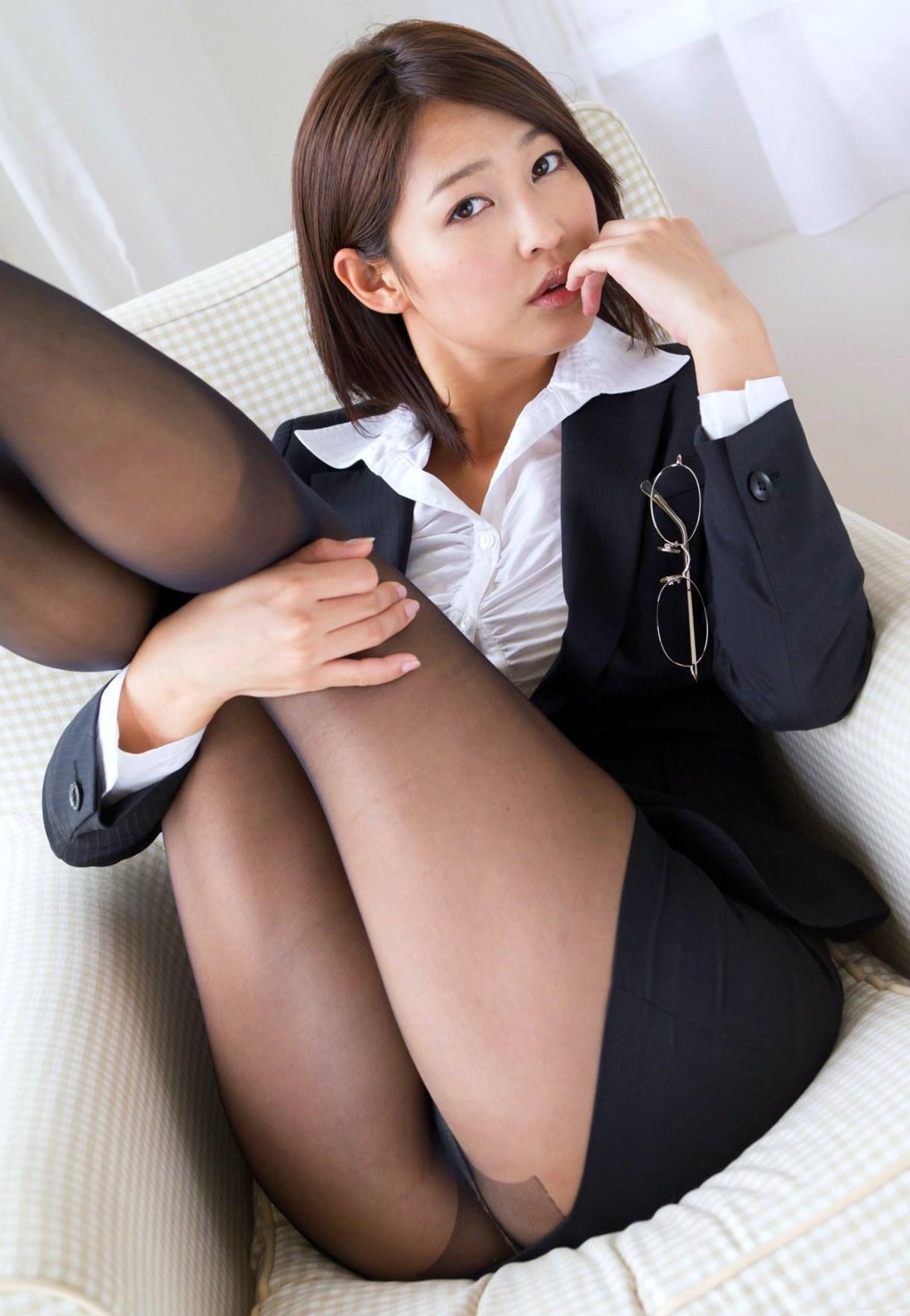 【OLエロ画像】スーツ姿の女性ってそれだけでエロく見えるよなwww 18