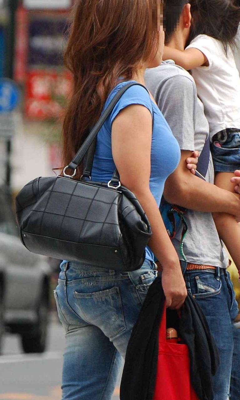 【巨乳エロ画像】素人にしておくのはもったいないレベルの巨乳ちゃんたちを街撮り! 03