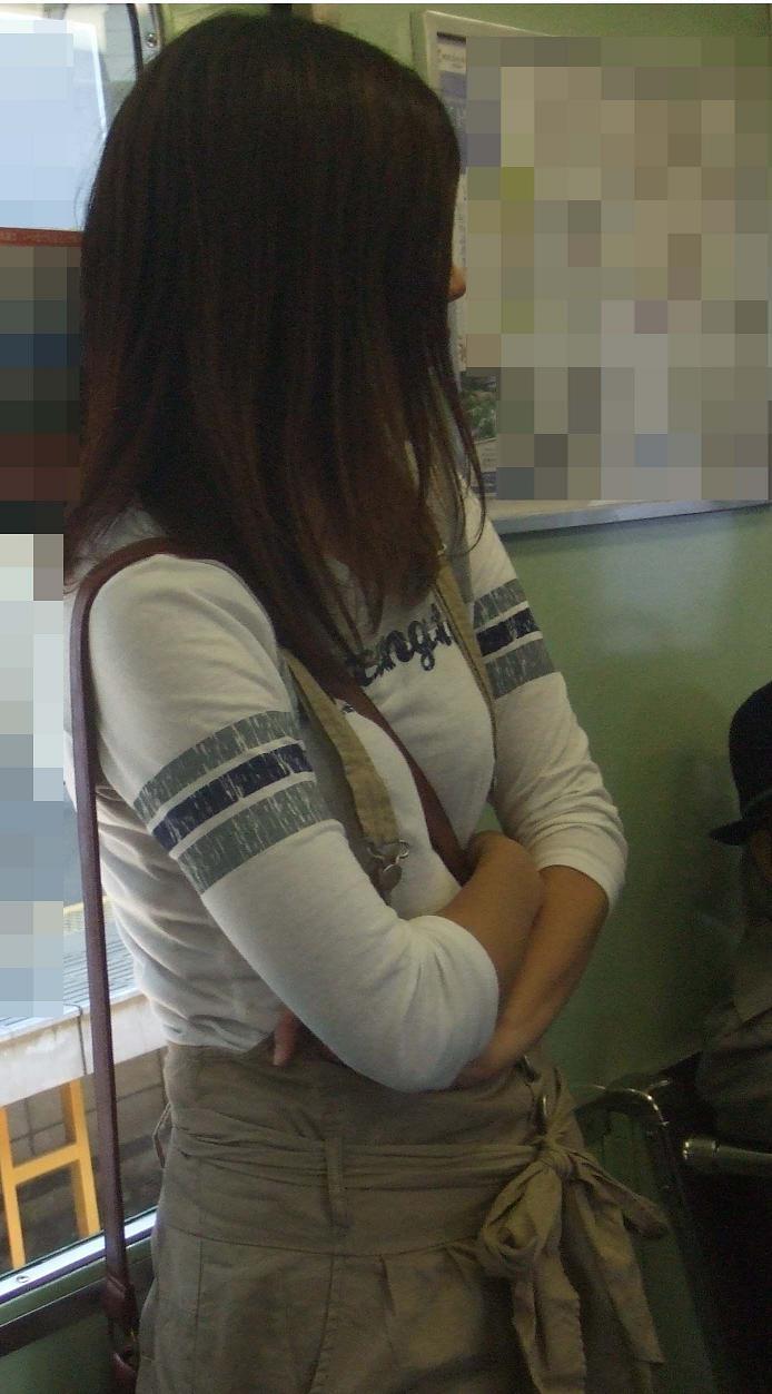 【巨乳エロ画像】素人にしておくのはもったいないレベルの巨乳ちゃんたちを街撮り! 06
