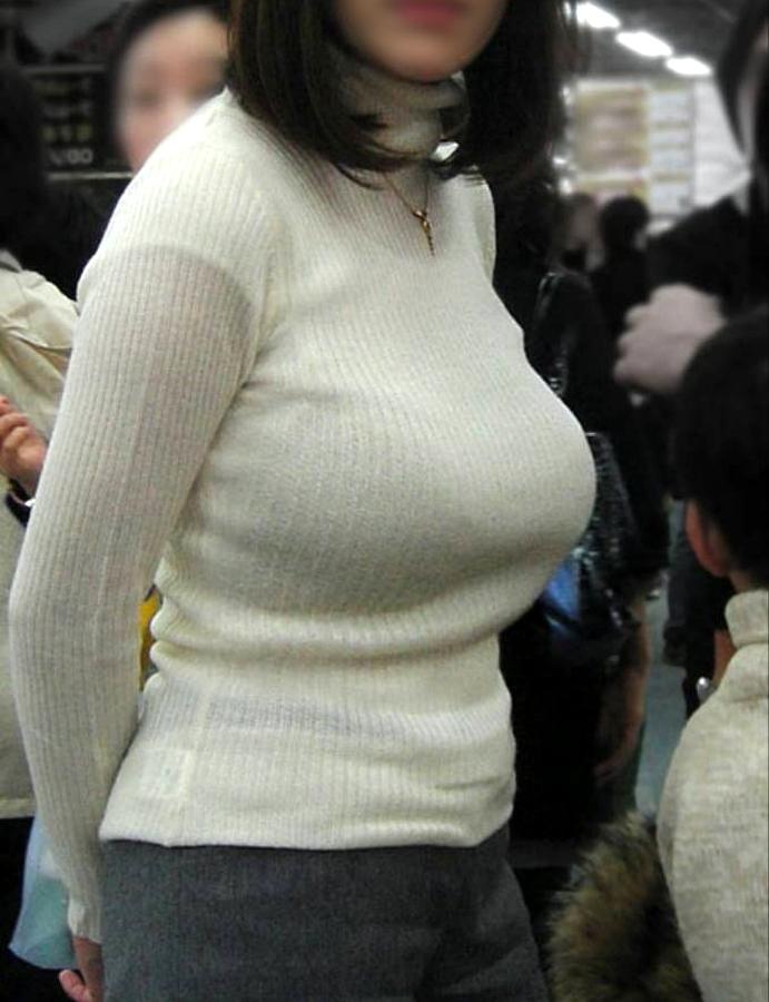 【巨乳エロ画像】素人にしておくのはもったいないレベルの巨乳ちゃんたちを街撮り! 12