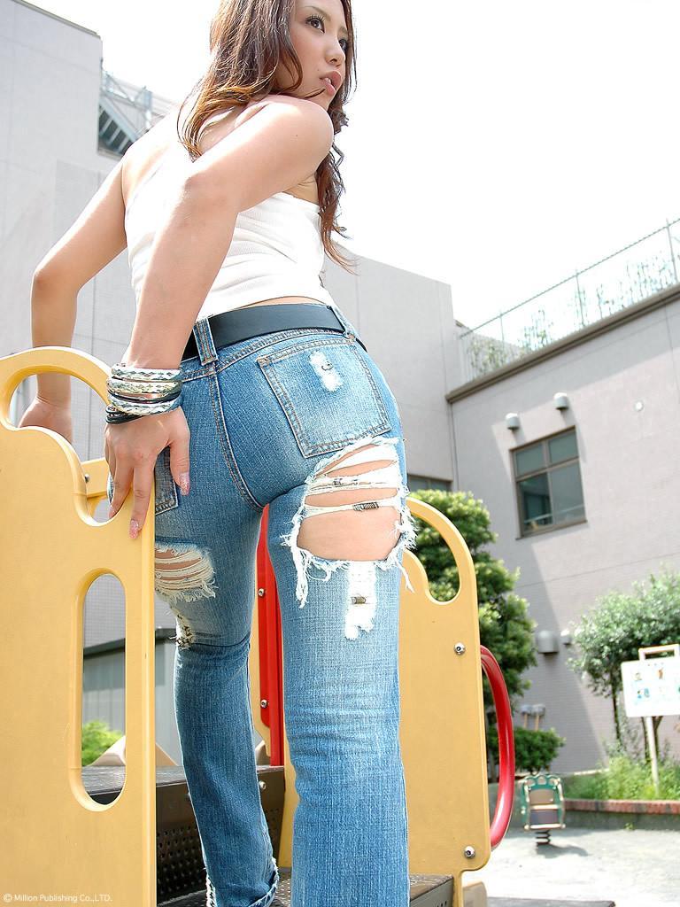 【デカ尻エロ画像】デニムに包まれているとどんな美尻でも大きく見える件www 01