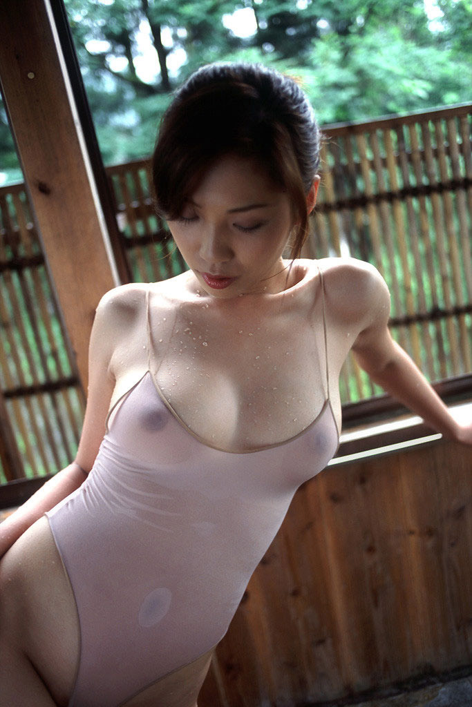 【透けエロ画像】ドストレートなのに全裸とは違うエロスがあるスケスケ画像まとめ! 01