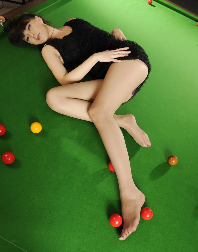 【美脚エロ画像】網タイツで複雑な気分になったから普通の美脚で抜いておくwww 35