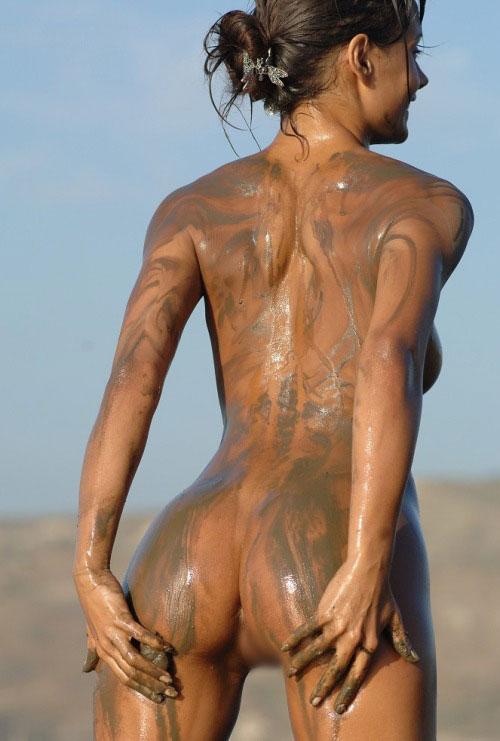 【泥エロ画像】泥祭的なアレで全身泥まみれになっているアレを見て勃起してもうたwww 14