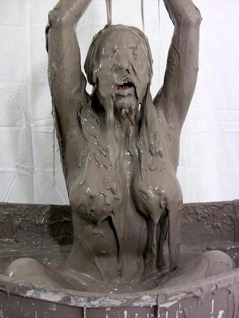 【泥エロ画像】泥祭的なアレで全身泥まみれになっているアレを見て勃起してもうたwww 17