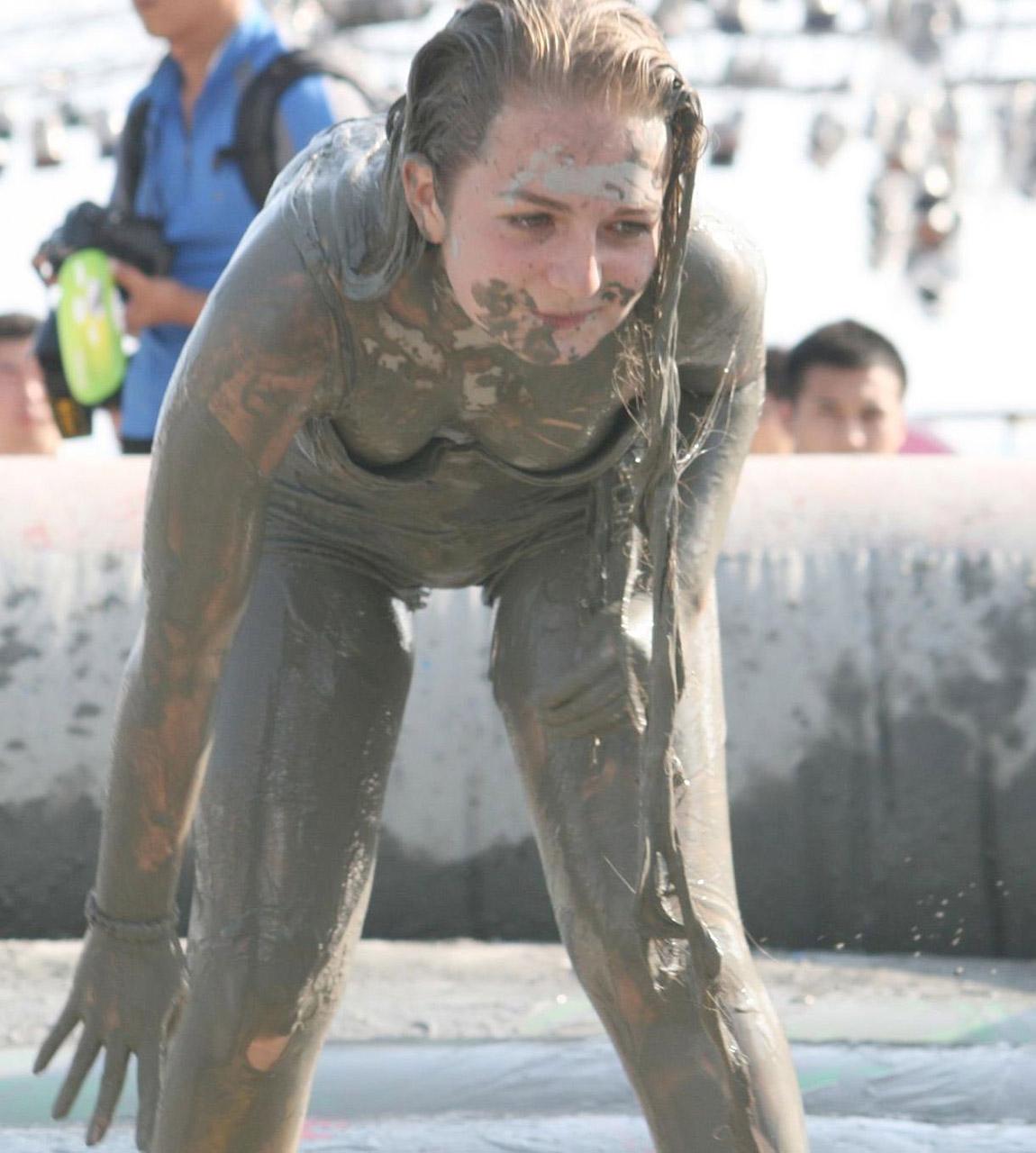 【泥エロ画像】泥祭的なアレで全身泥まみれになっているアレを見て勃起してもうたwww 24