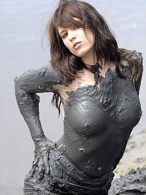 【泥エロ画像】泥祭的なアレで全身泥まみれになっているアレを見て勃起してもうたwww 28