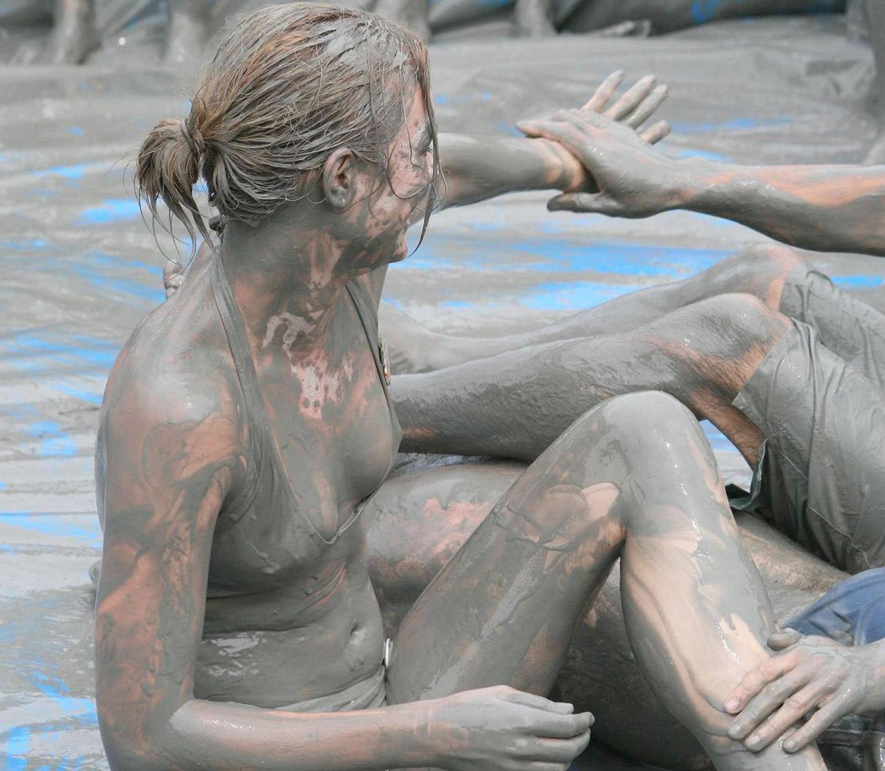 【泥エロ画像】泥祭的なアレで全身泥まみれになっているアレを見て勃起してもうたwww 29