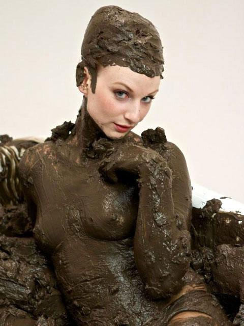 【泥エロ画像】泥祭的なアレで全身泥まみれになっているアレを見て勃起してもうたwww 31