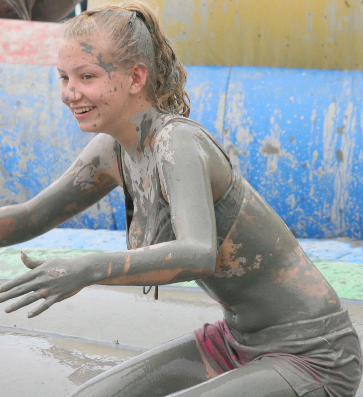 【泥エロ画像】泥祭的なアレで全身泥まみれになっているアレを見て勃起してもうたwww 33
