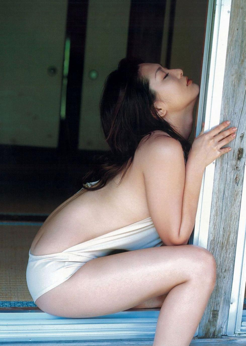 【背中エロ画像】スタイルのいい女性は背中を晒しておけば誰でも落とせるwww 03