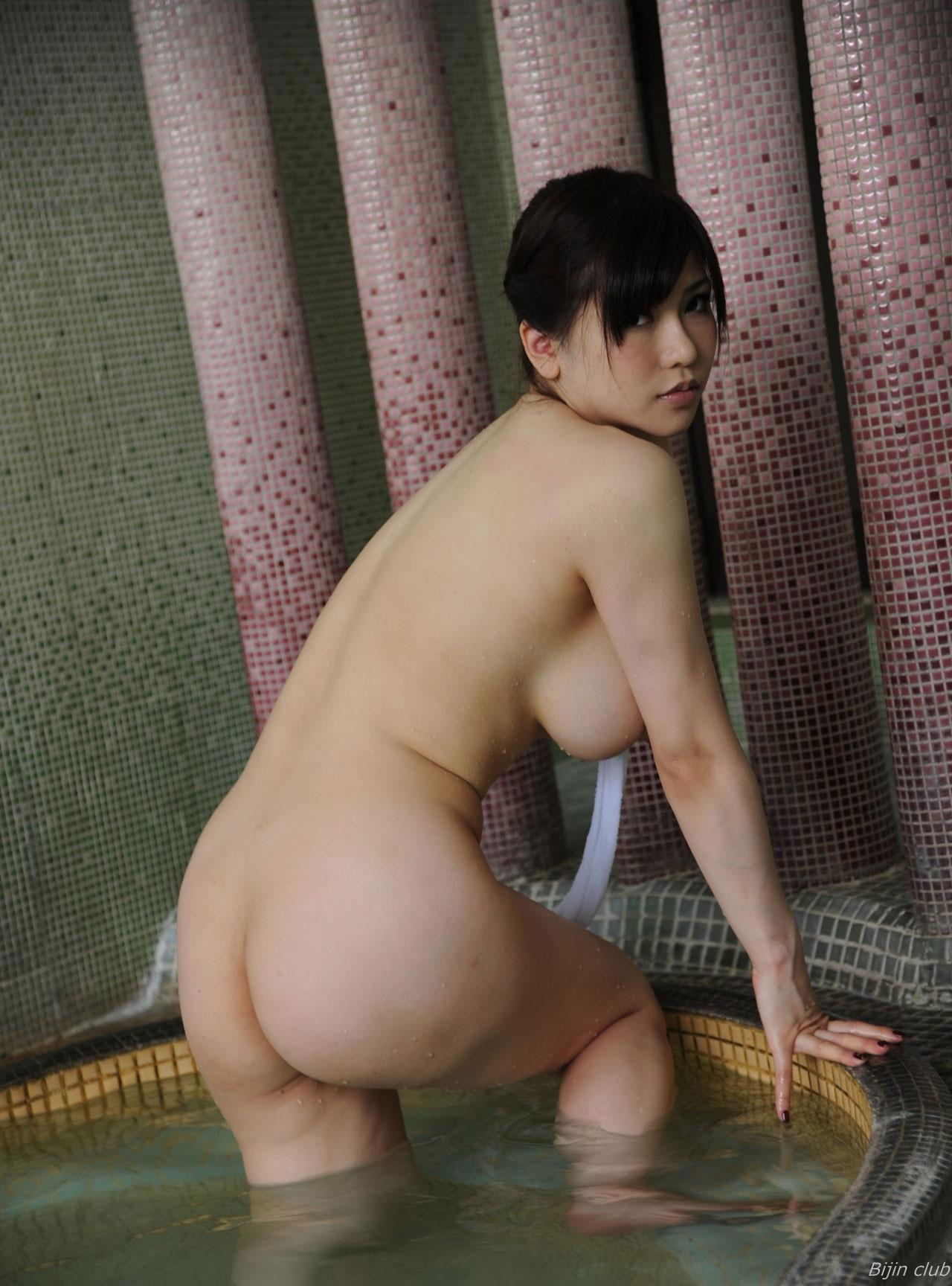 【背中エロ画像】スタイルのいい女性は背中を晒しておけば誰でも落とせるwww 06