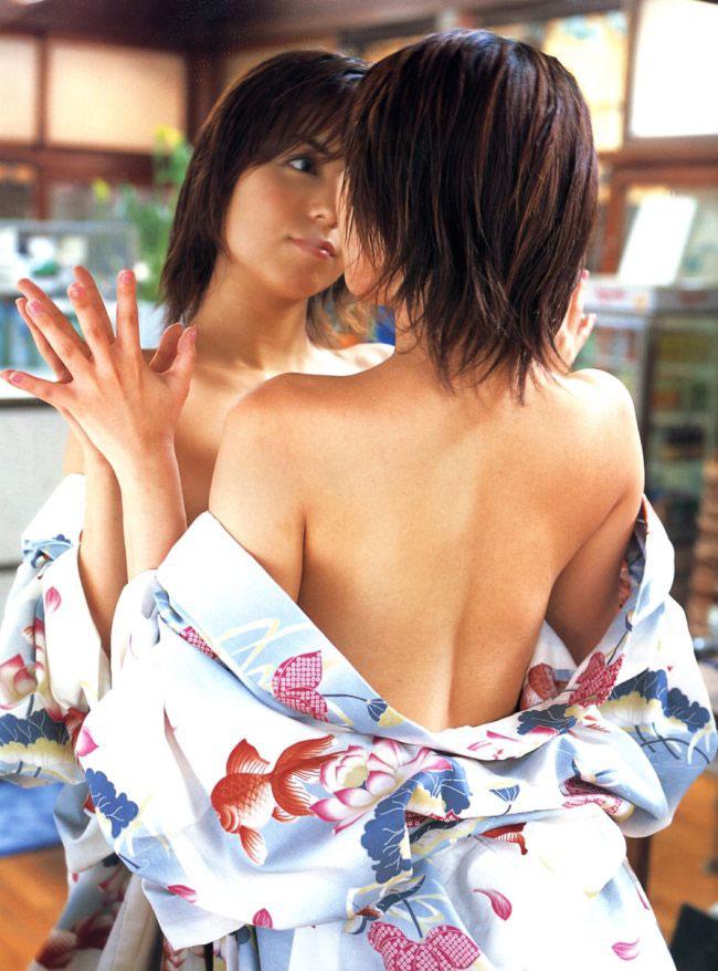 【背中エロ画像】スタイルのいい女性は背中を晒しておけば誰でも落とせるwww 24