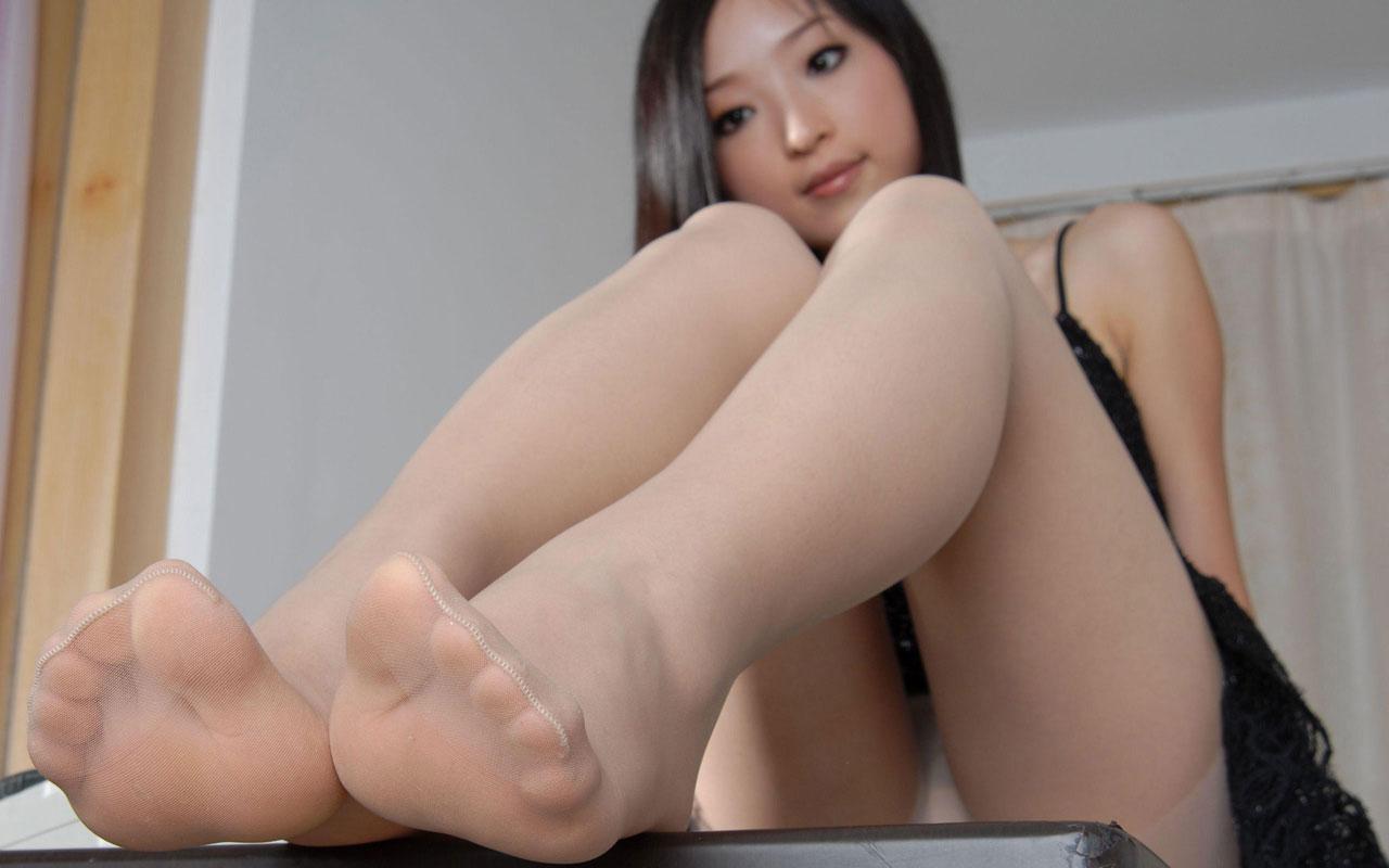 【足裏エロ画像】女性の足裏に興奮するという紳士な人のためのエロ画像まとめ! 25