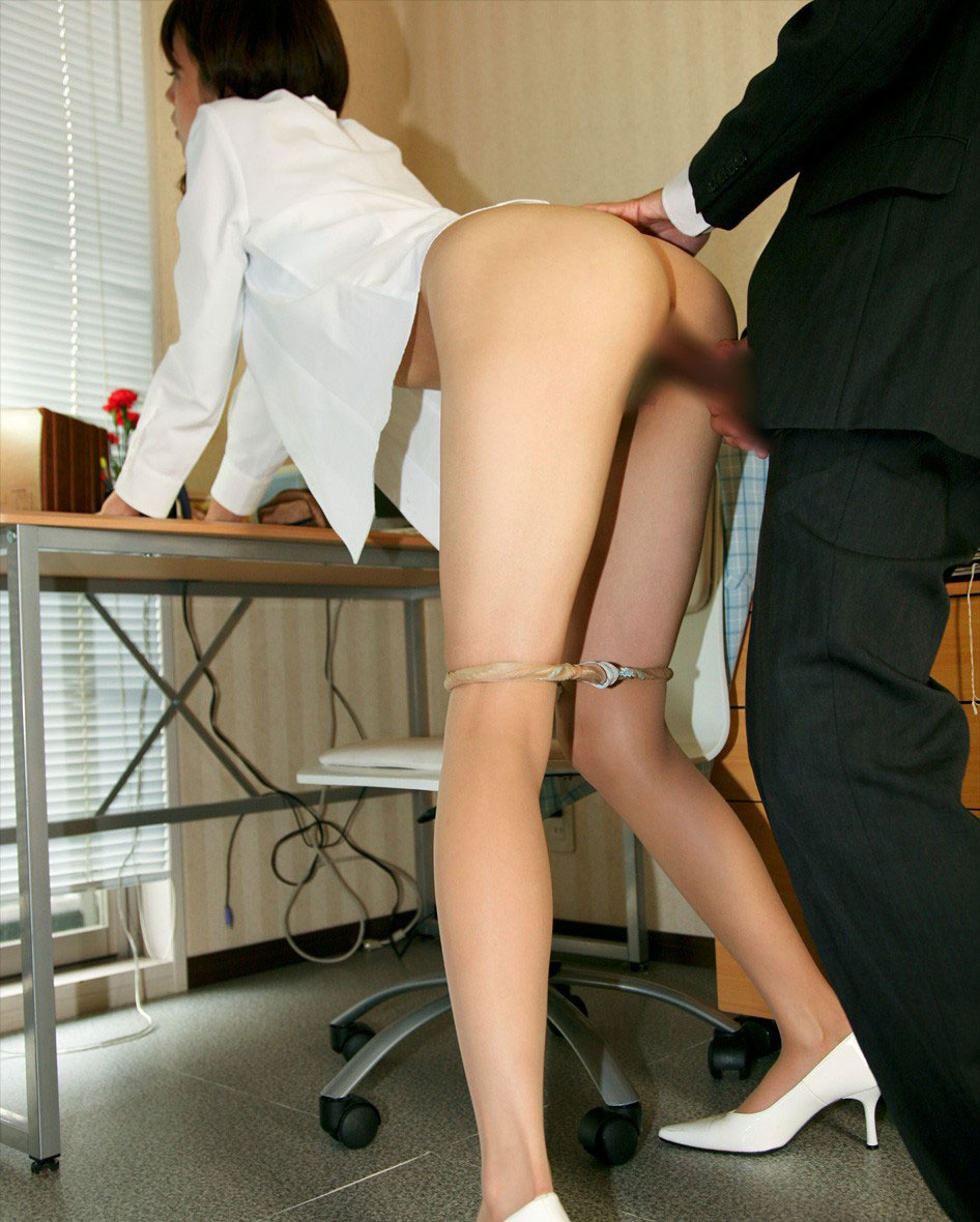 【着衣セックスエロ画像】服は脱がさないものだと再認識させられたハメ撮り画像www 27