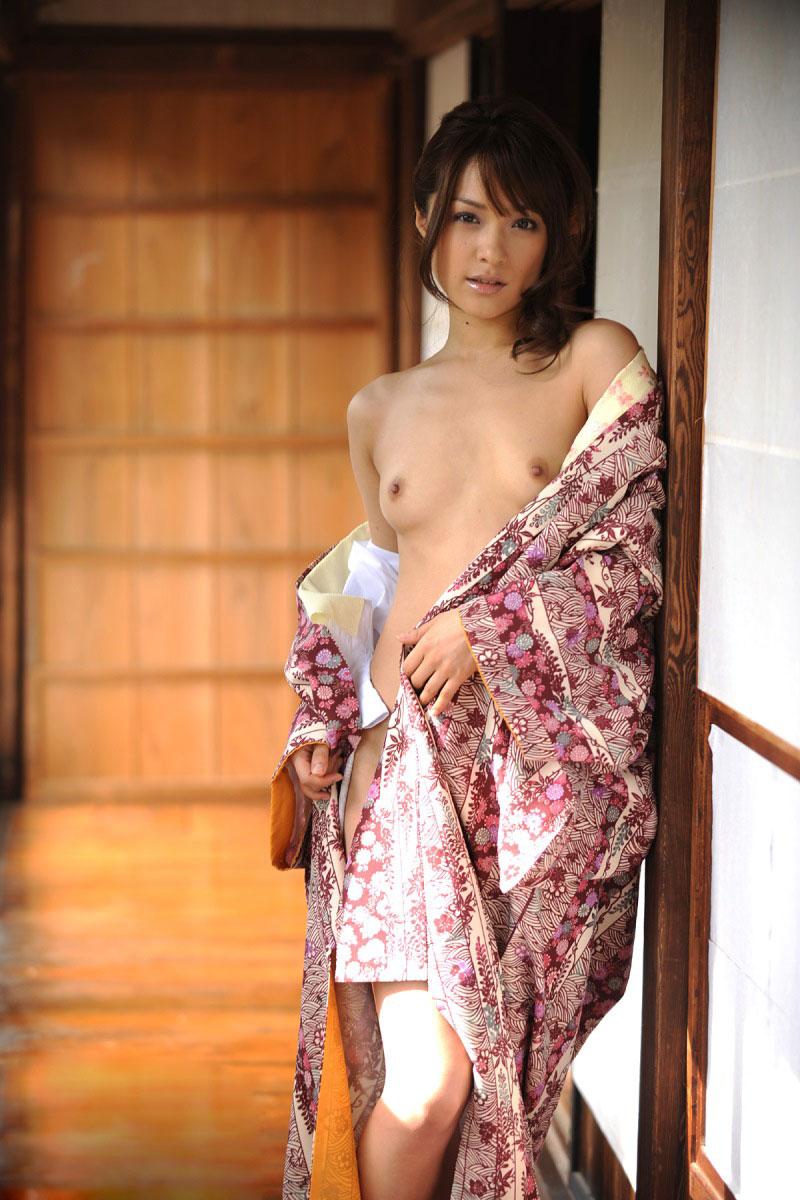 【浴衣エロ画像】年末までに女の子と温泉行って浴衣エッチするんだ!