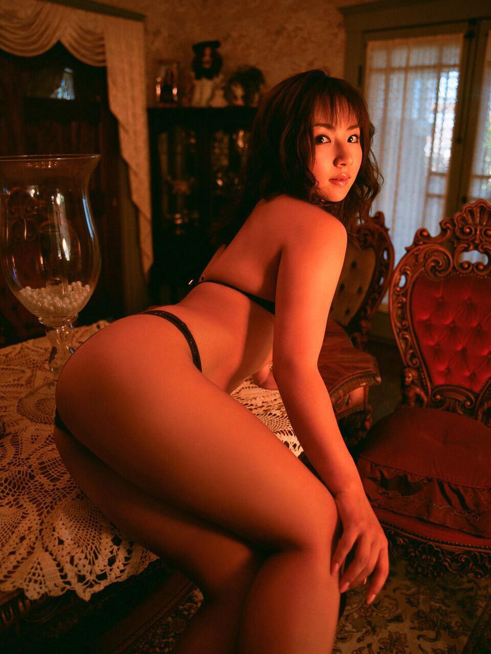 【美尻エロ画像】挿入を求めているのか、叩かれるのを待っているのか、判断に困る美尻www 16