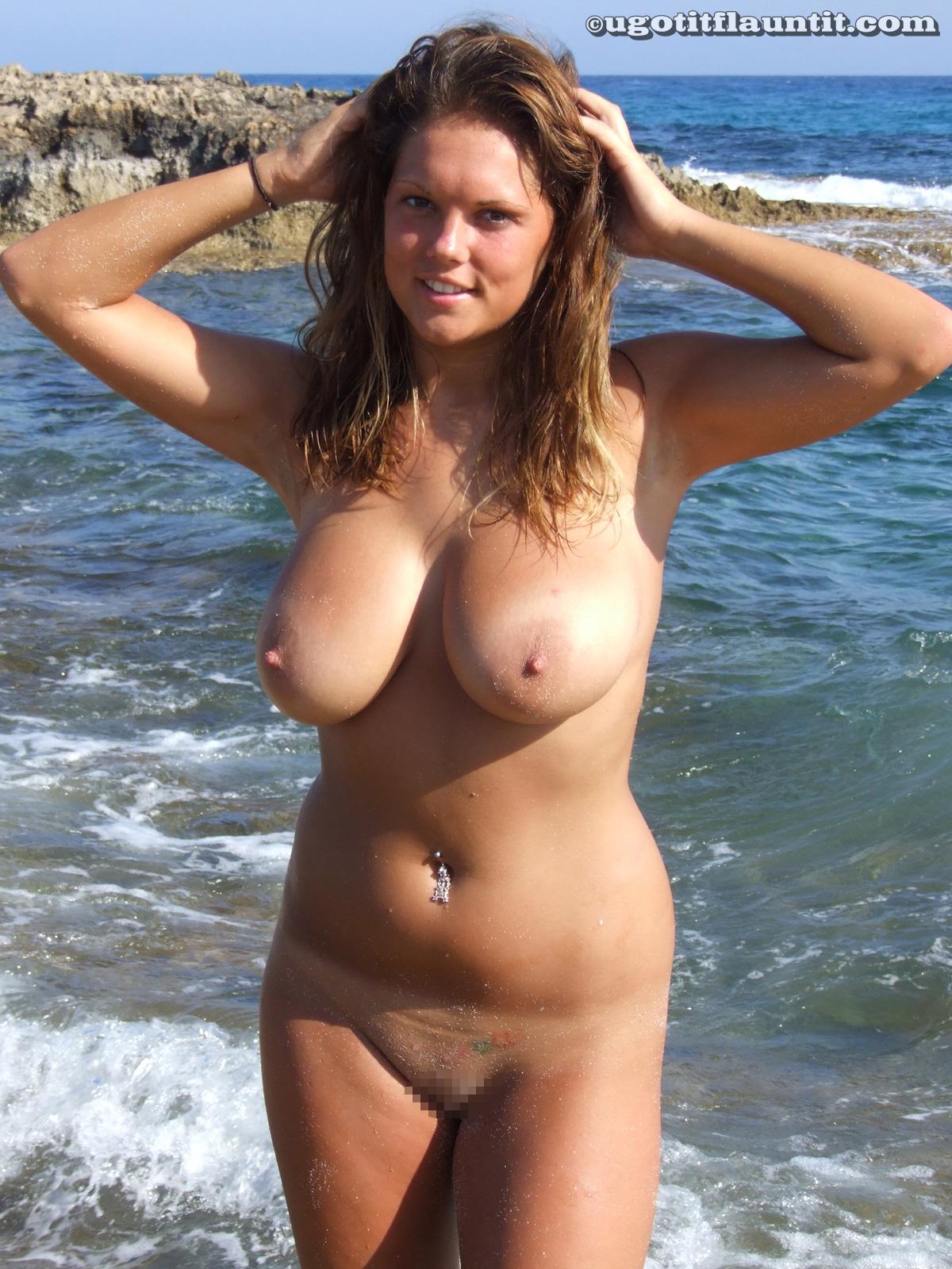 【ヌーディストビーチエロ画像】生で全裸女性が見れる浜辺があると聞いてwww