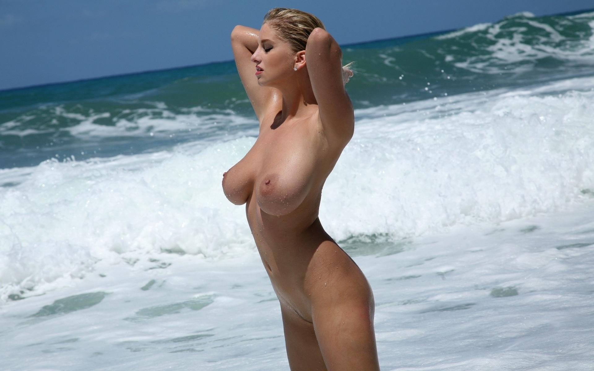 【ヌーディストビーチエロ画像】生で全裸女性が見れる浜辺があると聞いてwww 06