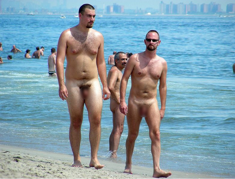【ヌーディストビーチエロ画像】生で全裸女性が見れる浜辺があると聞いてwww 16