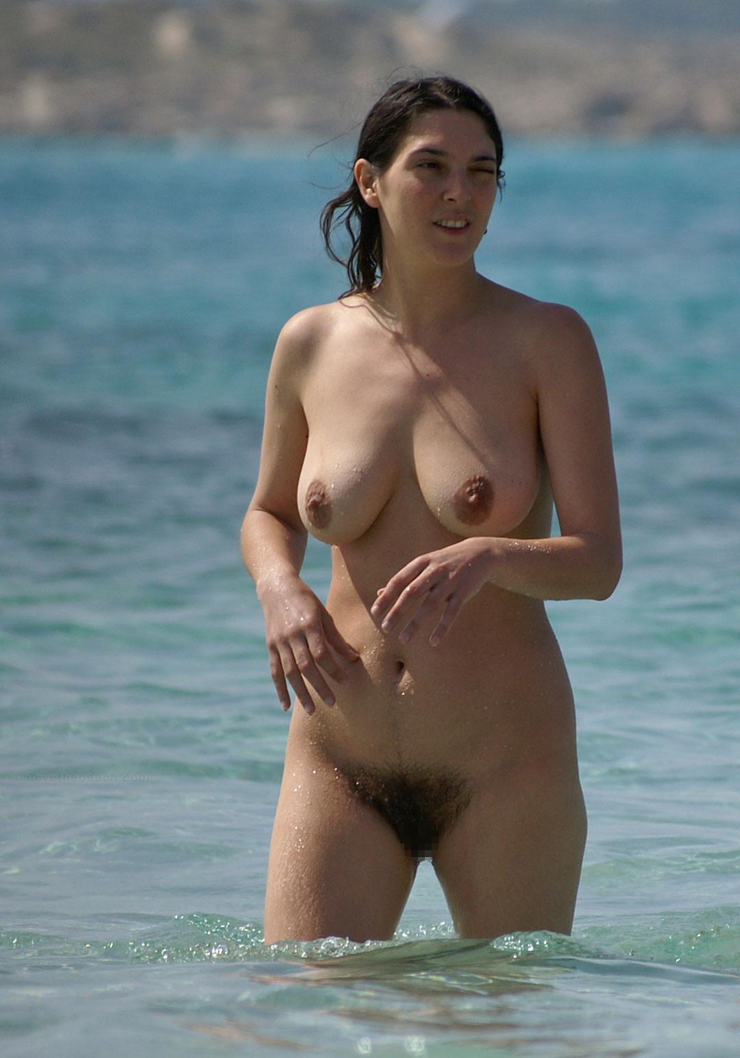 【ヌーディストビーチエロ画像】生で全裸女性が見れる浜辺があると聞いてwww 22