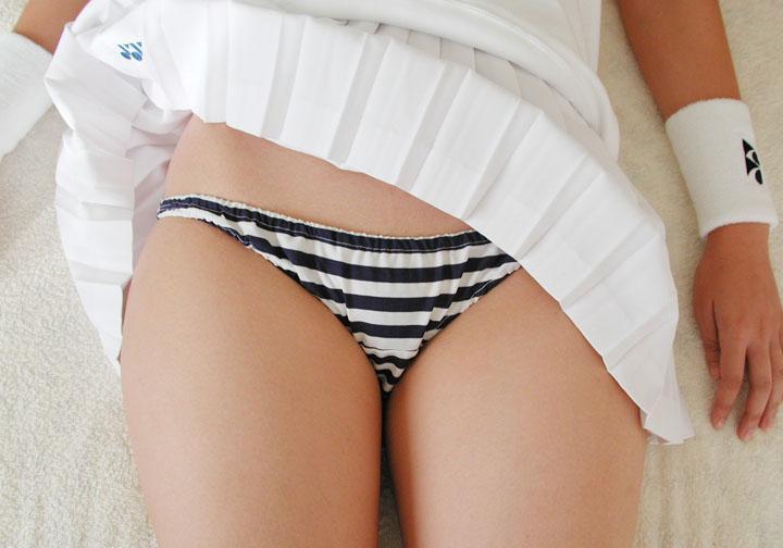 【縞パンエロ画像】エロ下着もいいけど女の子に可愛さを求めるなら縞パンだよな! 34