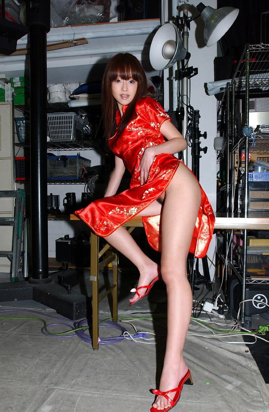 【チャイナドレスエロ画像】スリットの隙間から覗く妖艶な生足ほどエロい美脚はないアルね! 19
