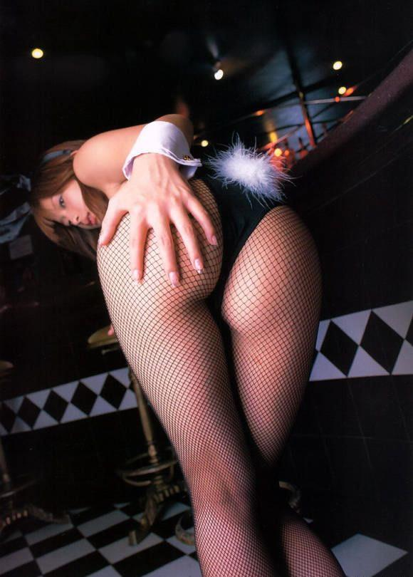 【バニーガールエロ画像】カジノのバニーは客の集中力を奪うために存在しているんじゃないか? 11