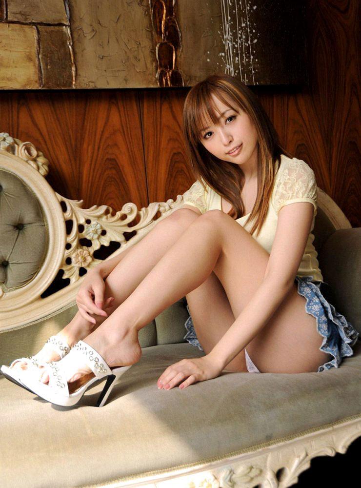 【美脚エロ画像】脚のラインが美しすぎる妖艶で悩ましい美脚の魅力www 17