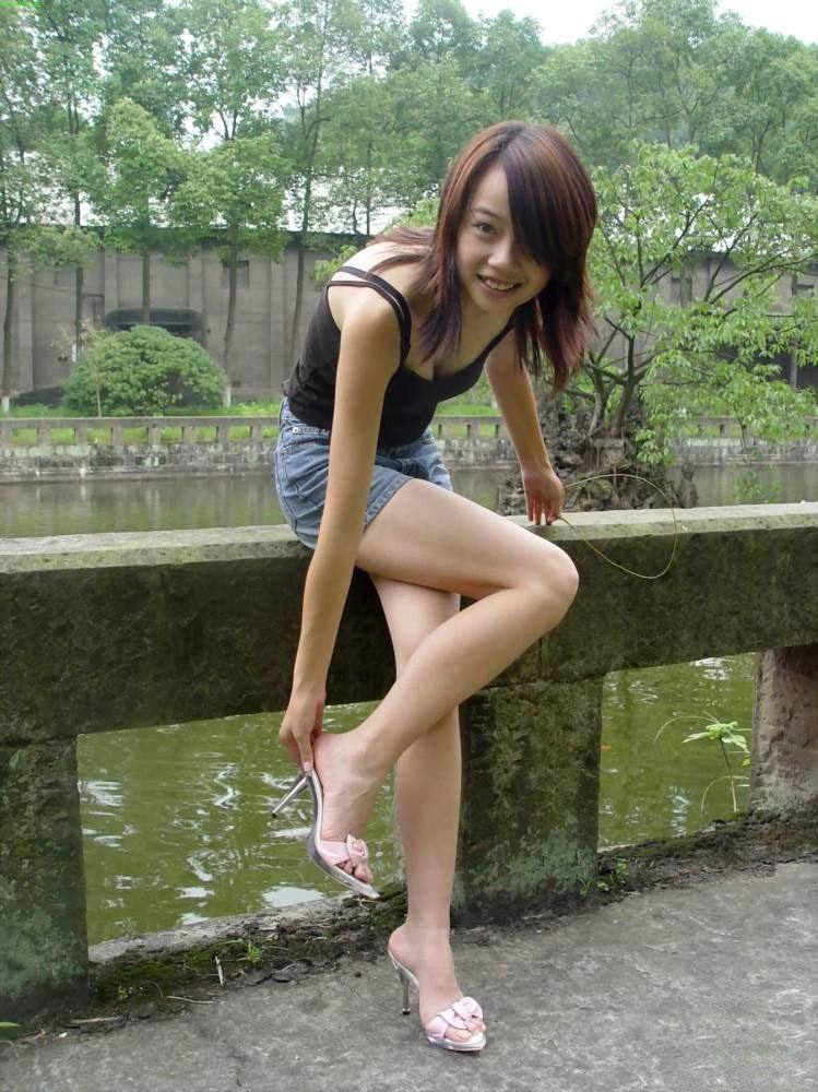 【美脚エロ画像】脚のラインが美しすぎる妖艶で悩ましい美脚の魅力www 21
