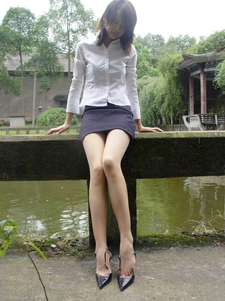 【美脚エロ画像】脚のラインが美しすぎる妖艶で悩ましい美脚の魅力www 22