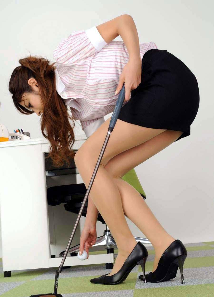 【美脚エロ画像】脚のラインが美しすぎる妖艶で悩ましい美脚の魅力www 24