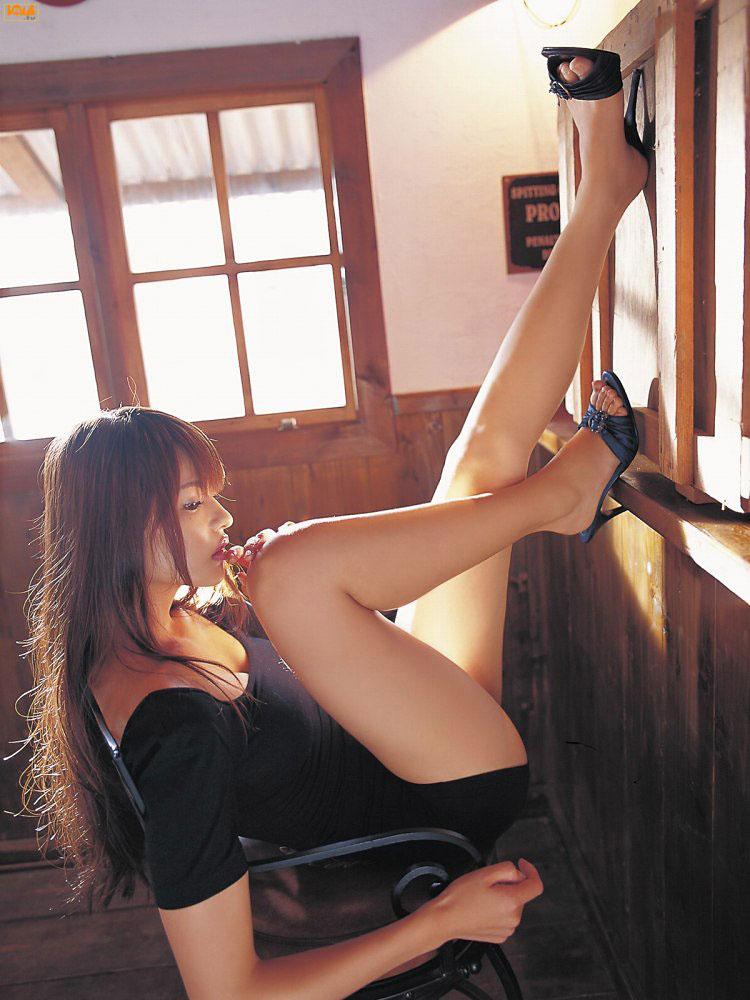 【美脚エロ画像】脚のラインが美しすぎる妖艶で悩ましい美脚の魅力www 28