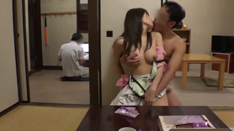 妊娠中の人妻を旦那がいる隣の部屋でこっそり中出しNTR!